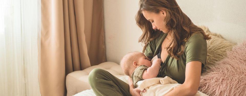 Jak zvýšit tvorbu mateřského mléka a podpořit laktaci? (Kompletní průvodce)