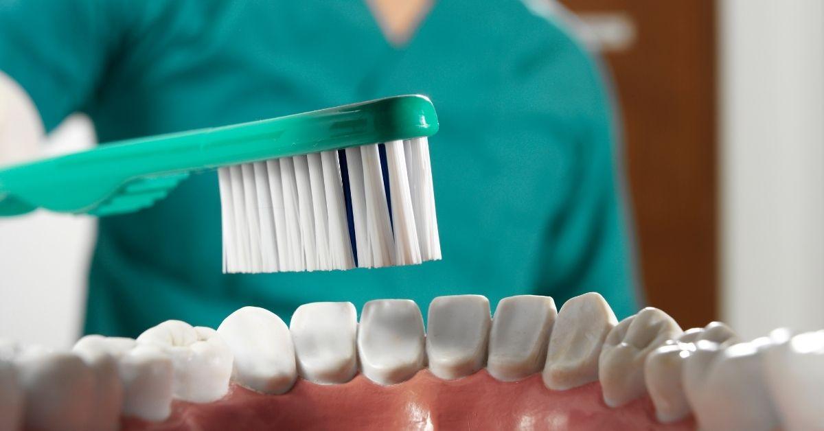 Správná péče o zuby a ústní hygienu - 10 častých mýtů